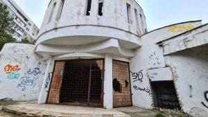 """Vrei sa vizitezi """"ruinele"""" cinematografului Dacia? Ai timp pana pe 15 noiembrie."""
