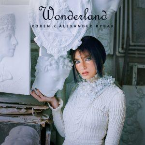 Roxen face parte dintr-o lume fantastică în clipul piesei Wonderland