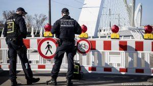Europa încearcă să se izoleze de Marea Britanie după ce virusul Covid-19 a suferit mutaţii. România ar putea interzice şi ea zborurile din Regatul Unit chiar azi sau luni