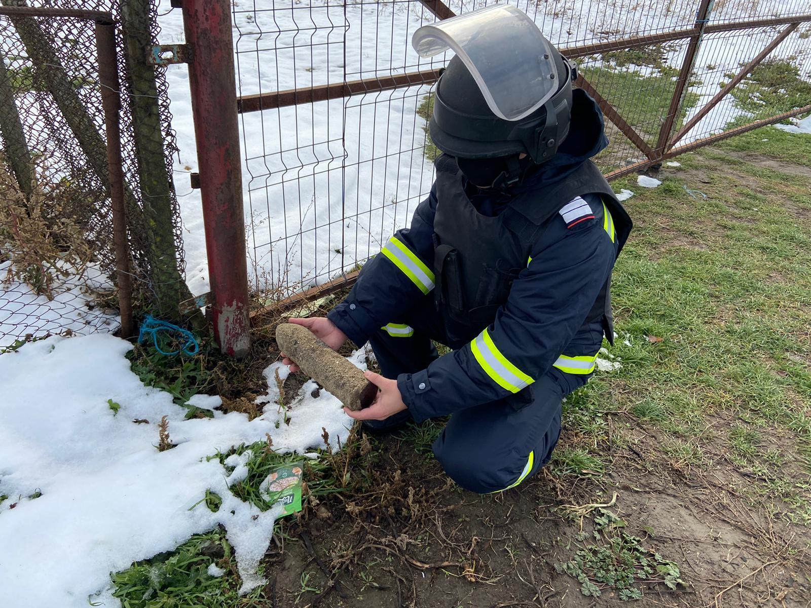 A descoperit un proiectil când își consolida gardul