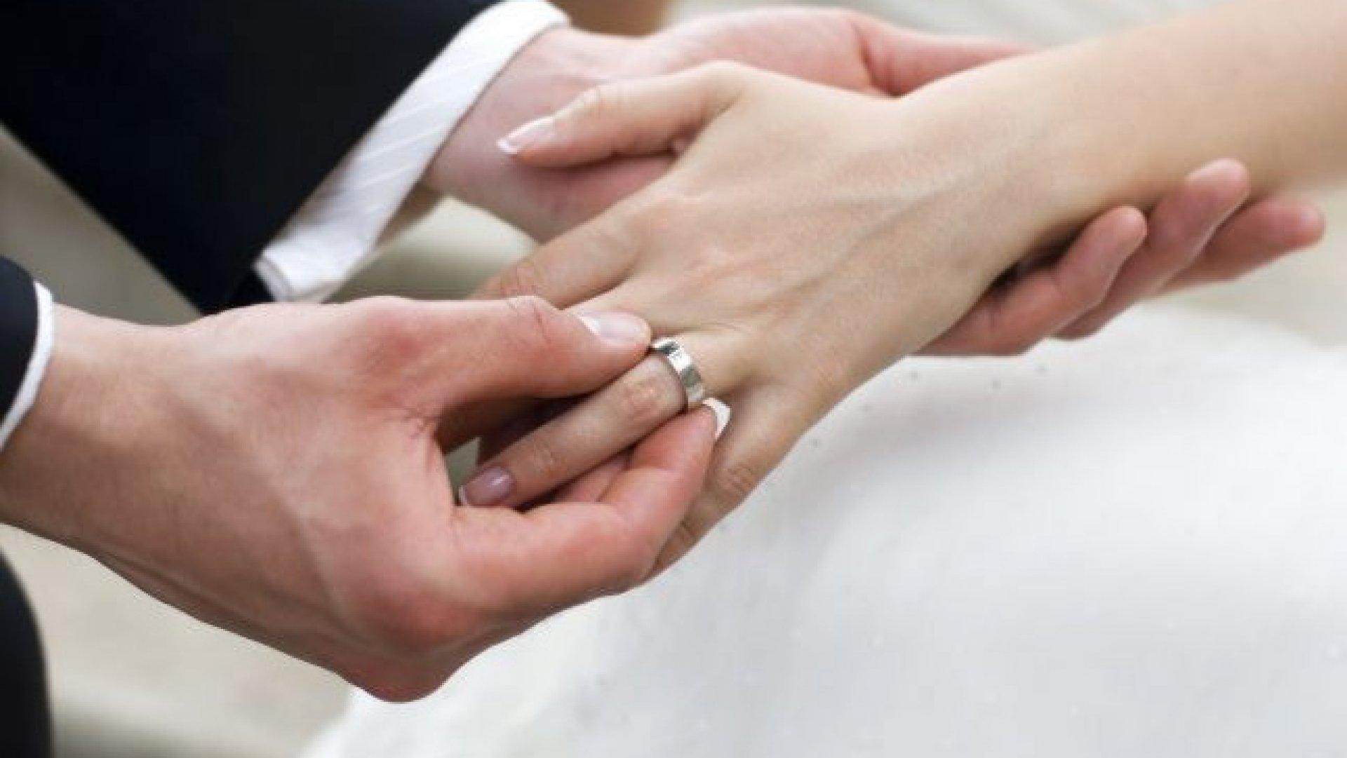 Dacă te căsătorești pentru bani, mariajul poate fi anulat de alte persoane