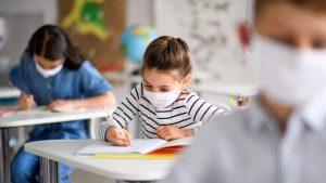 De luni, copiii din municipiu revin la scoala, fizic