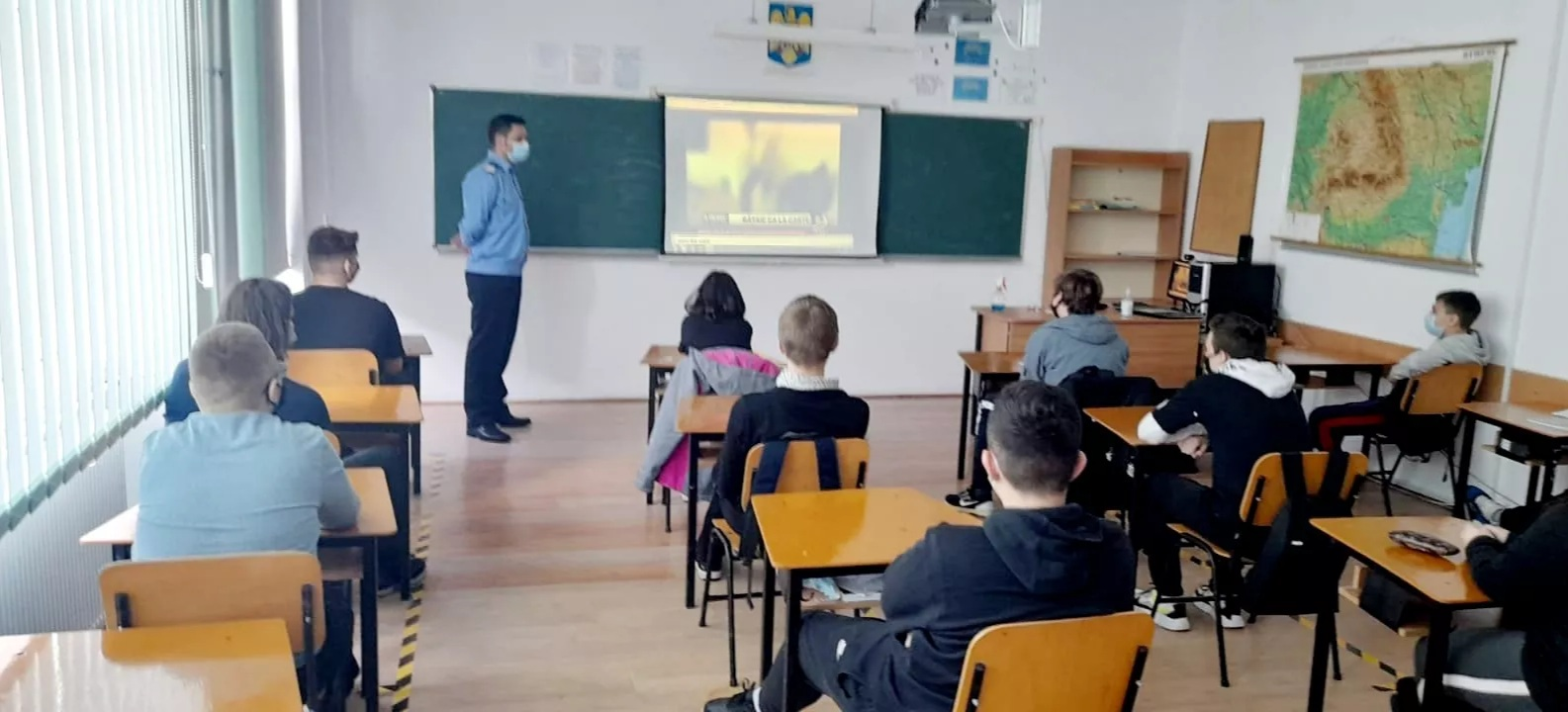 Elevi de la şcoala Ion Luca Caragiale din Tulcea – vizitaţi de jandarmii tulceni