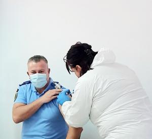 O treime din jandarmii tulceni doresc vaccinarea împotriva COVID-19