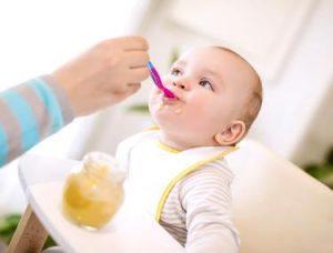 Cantități periculoase de metale grele, în mâncarea pentru bebeluși