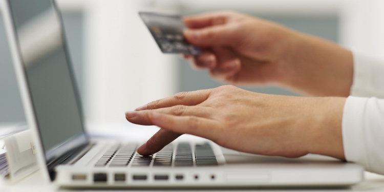 Ghid: Cum să te fereşti de fraudele online de pe site-urile de anunţuri