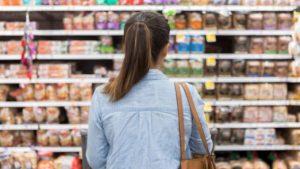 Comercianții obligați să afișeze cel mai mic preț din ultimele 30 de zile