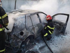Mașină în flăcări la Valea Teilor