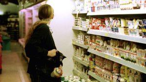 O tânără din Tulcea a fost prinsă la furat în supermarket