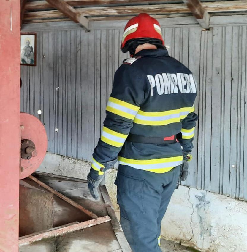 Adolescentă salvată din fântână de pompierii tulceni