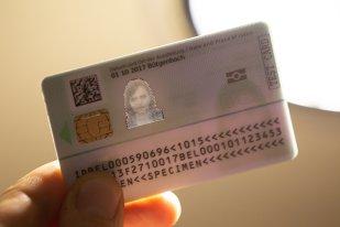 Cartea de identitate electronică urmează să apară, de principiu, în luna august