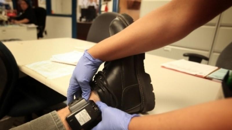 Monitorizarea agresorilor prin brățări electronice, adoptată de Parlament