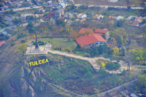 Monumentul din Tulcea – realizat cu granit de Ravena si calcar de Babadag.