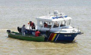 Beat, s-a răsturnat cu barca plină de oameni. Din fericire, nimeni nu a pățit nimic