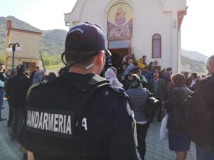 De Izvorul Tămăduirii, jandarmii sunt alături de credincioși