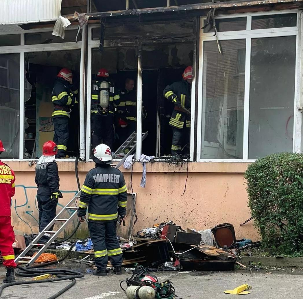 Incendiu cu o victimă la parterul unui bloc din municipiu