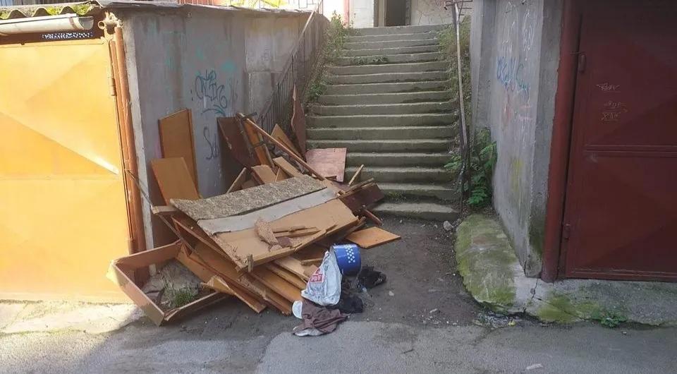 Autoritățile avertizează : abandonarea deșeurilor pe domeniul public este strict interzisă