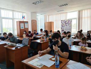 Peste 100 de tineri tulceni informaţi printr-un proiect finanţat de U.E.