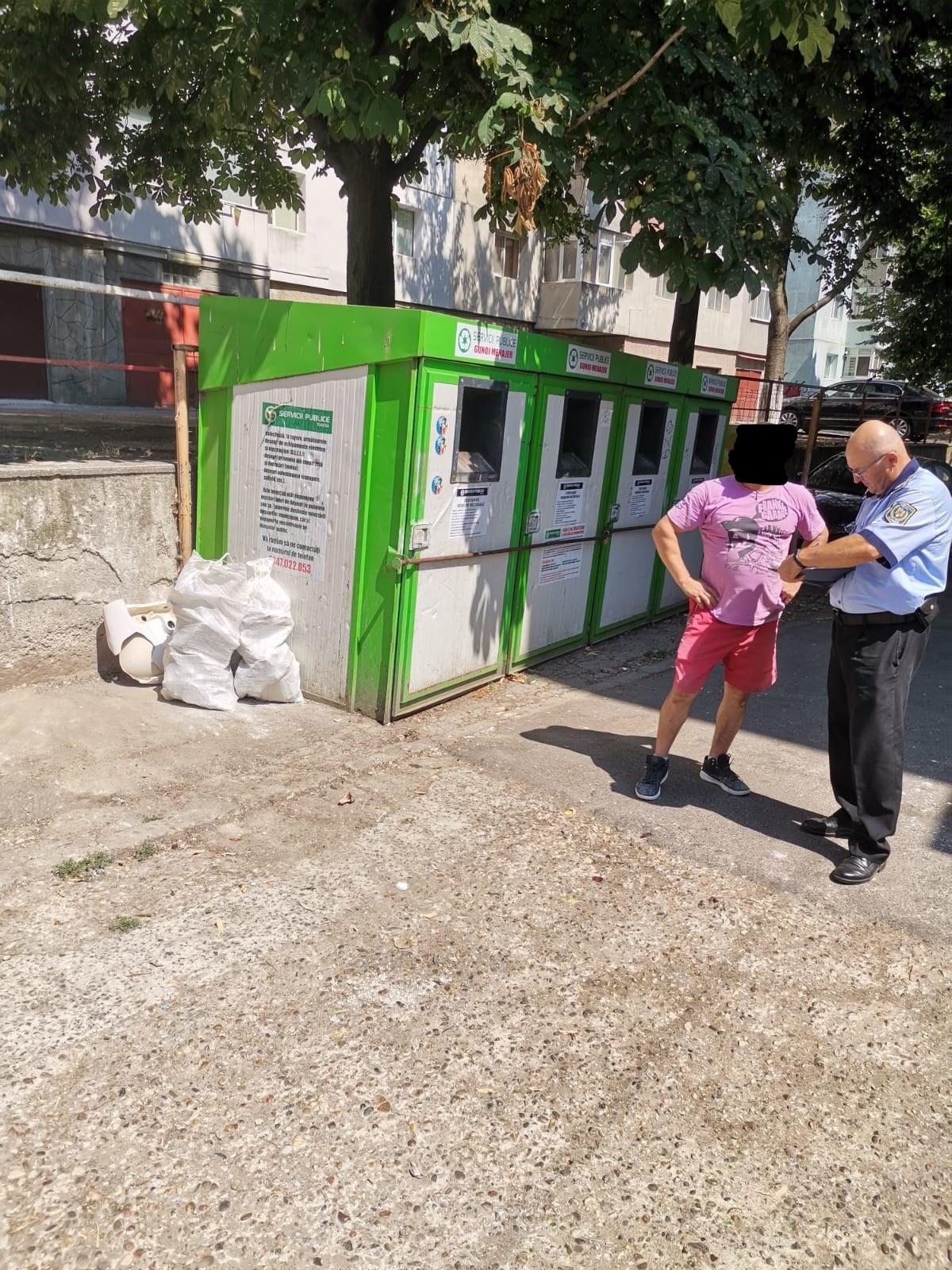 Tulcean amendat pentru moloz aruncat lângă pubelă!