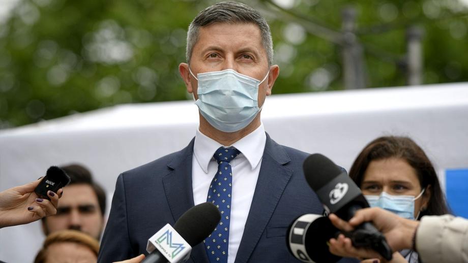 Barna: românii să meargă în week-end la mall doar vaccinați!