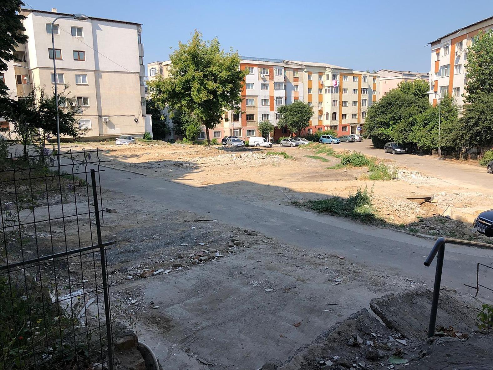 Primăria amenajează parcare pe strada Meduzei!