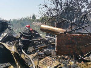 Pompier în stare critică la spital, după incendiul devastator de la Crișan!