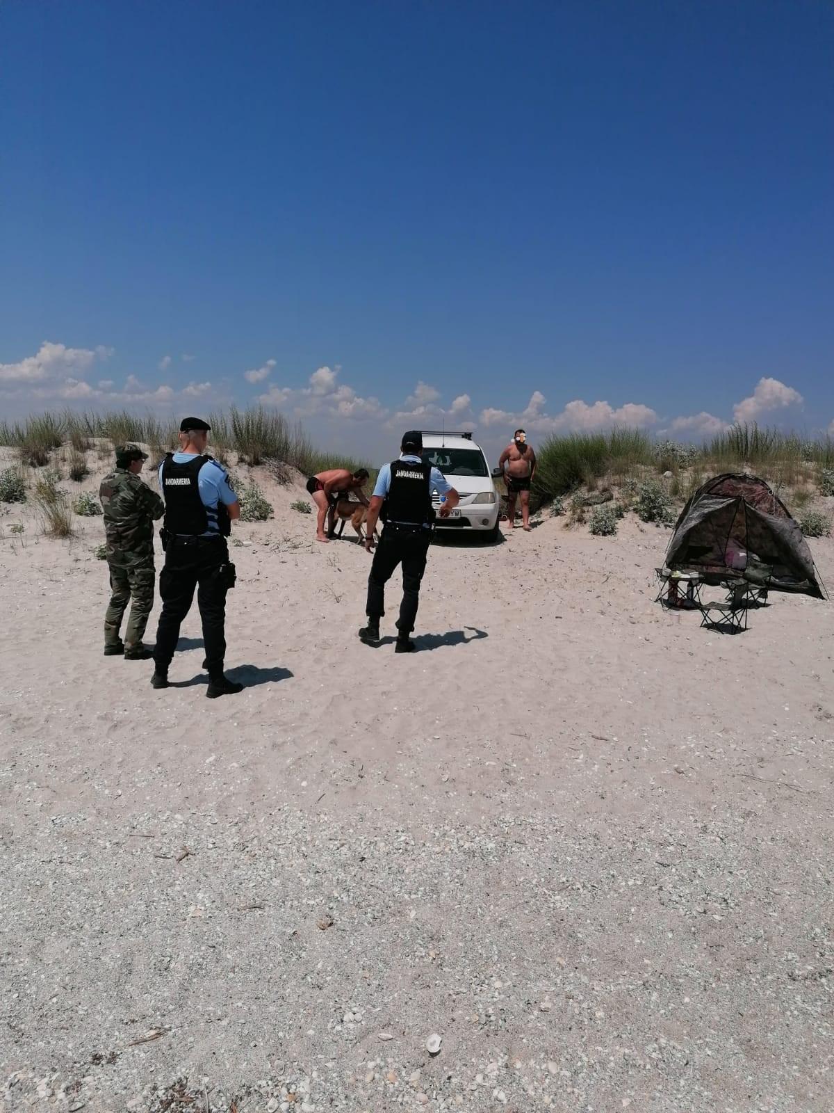 Plajele sălbatice din Deltă, asaltate de turiști iresponsabili!