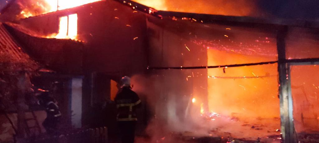 Pensiune mistuită de flăcări la Jurilovca! 8 persoane surprinse înăutru!