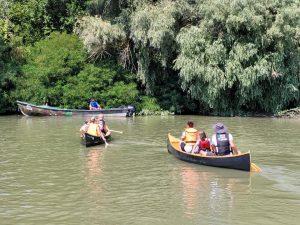 Elevii din Chilia Veche și-au lansat canotca pe Dunăre