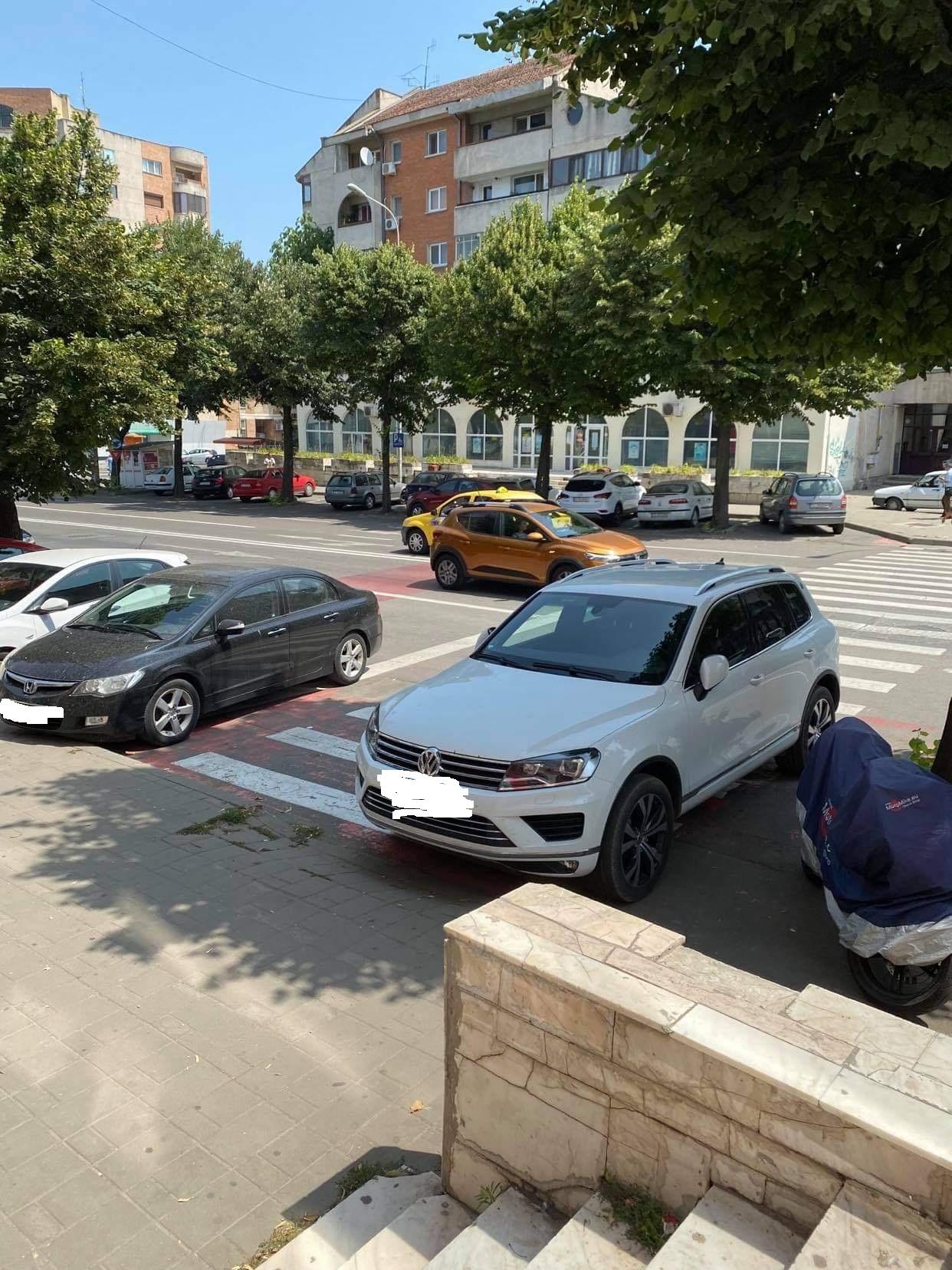 Românii obligați să blureze pozele cu mașini parcate ilegal
