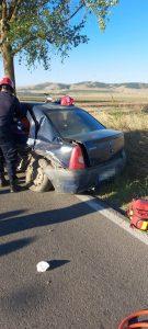 Accident pe Dj 222. Un bărbat a rămas încarcerat