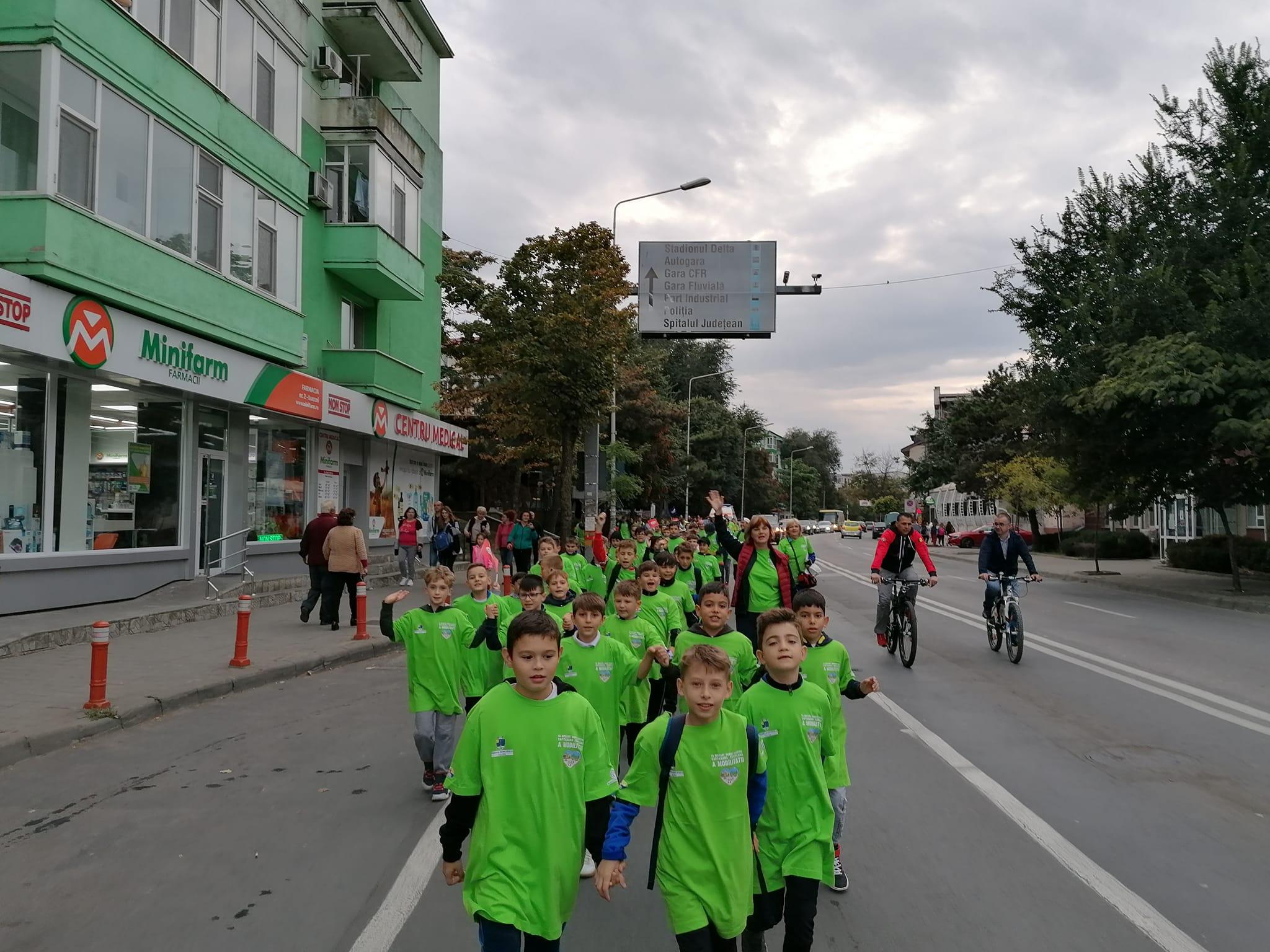Primarul ar vrea să închidă în weekend strada Isaccei pentru a o dedica bicicletelor sau mersului pe jos