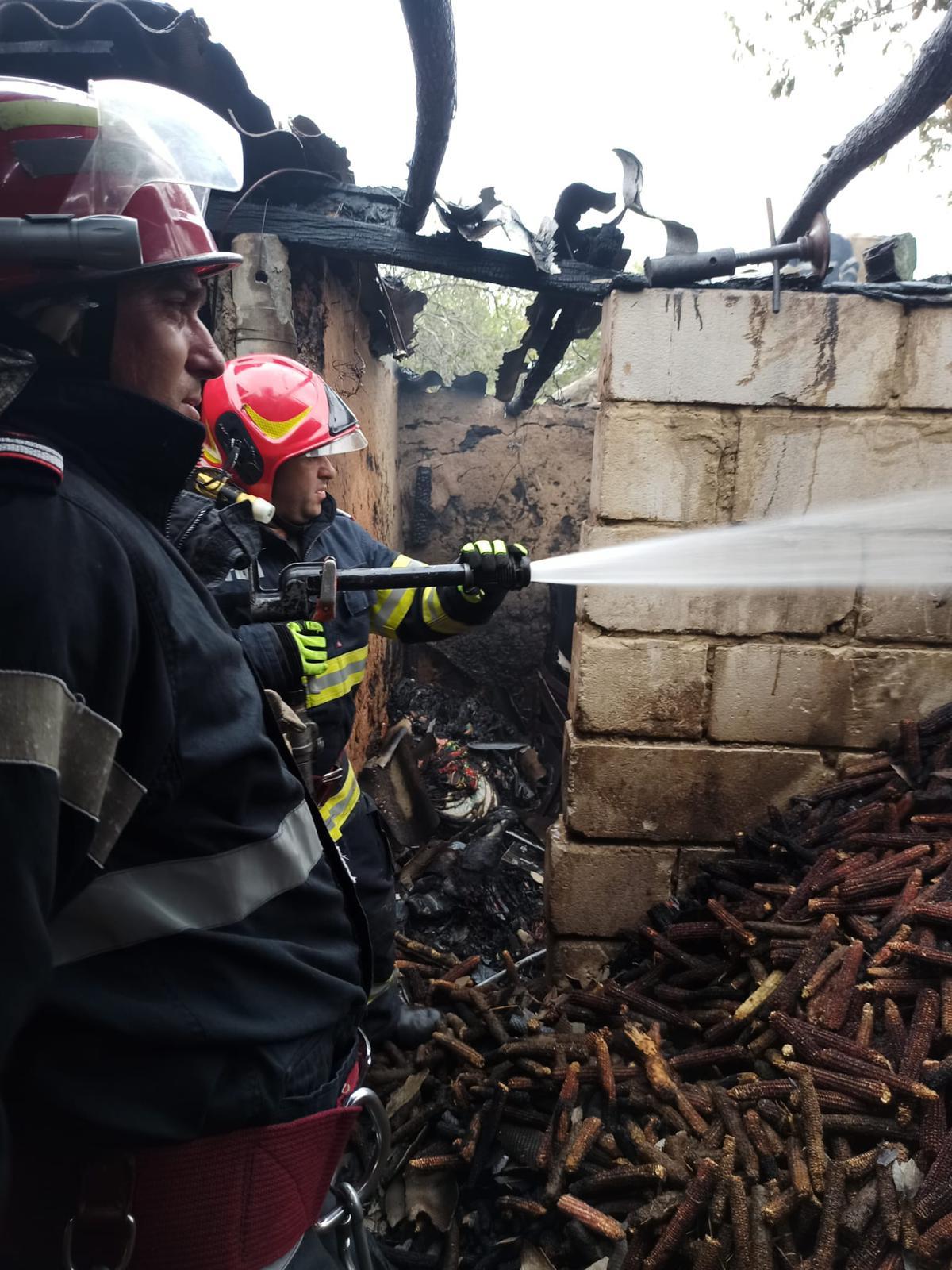 Coșul de fum trebuie curățat de un hornar autorizat, avertizează ISU Delta Tulcea! O casă din Ostrov era să ia foc cu totul, de la un coș necurățat!