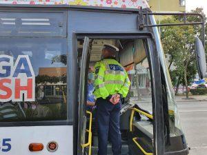 În autobuze, în magazine sau în aglomerări, IPJ Tulcea avertizează că masca încă mai este obligatorie