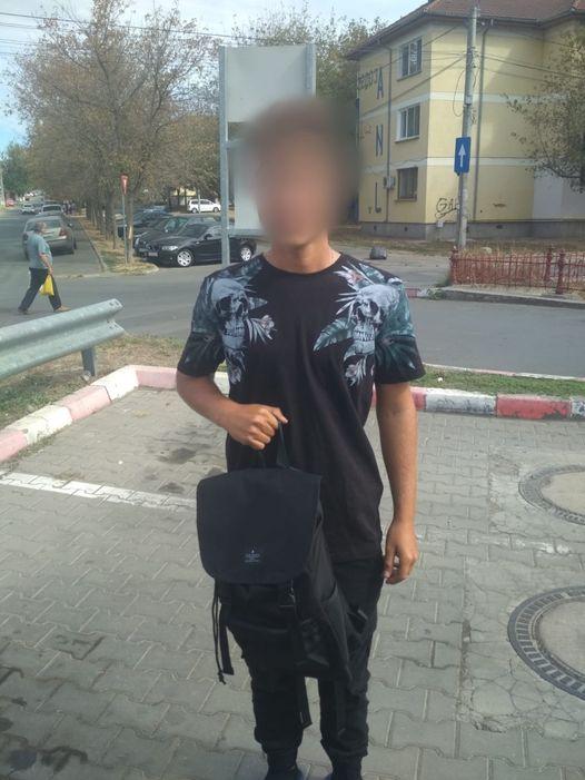 Ghiozdan pierdut de un elev, găsit de jandarmii tulceni