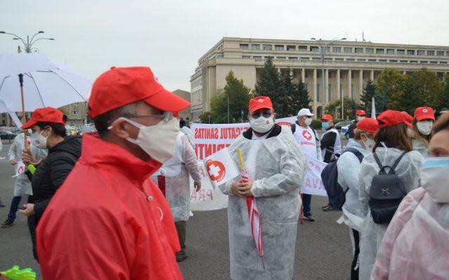 """Sindicaliștii din Sănătate răbufnesc: """"Domnule Cîţu, vei reuşi să-ţi înjumătăţeşti singura """"armată"""" care luptă cu pandemia, exact în perioada de vârf a valului 4"""""""